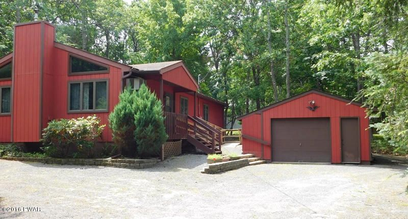 114 Stallion Dr, Lords Valley, PA 18428