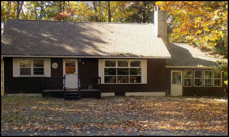 6 Forest Dr, Lakeville, PA 18438