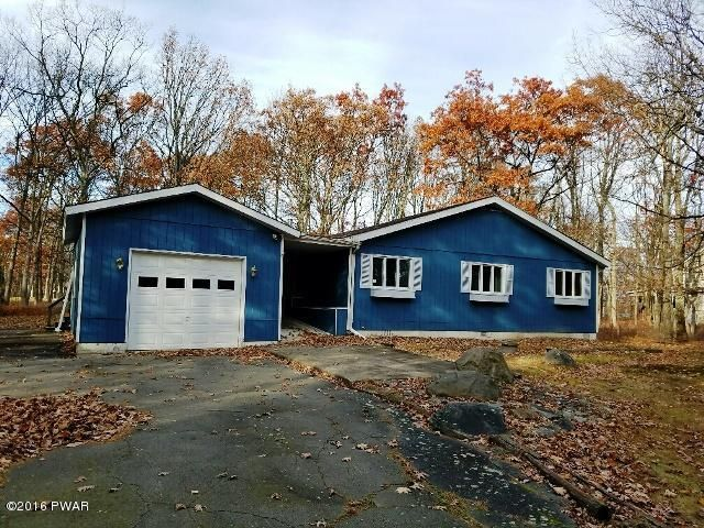 111 Country Club Dr, Lords Valley, PA 18428