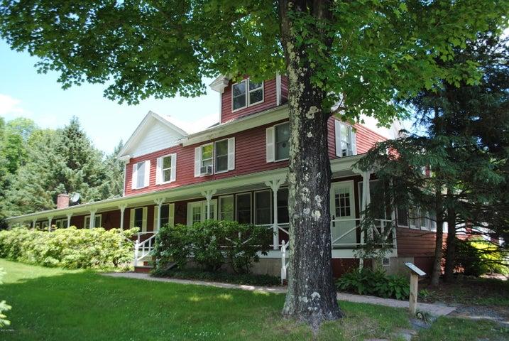 42 Niles Pond Rd, Honesdale, PA 18431