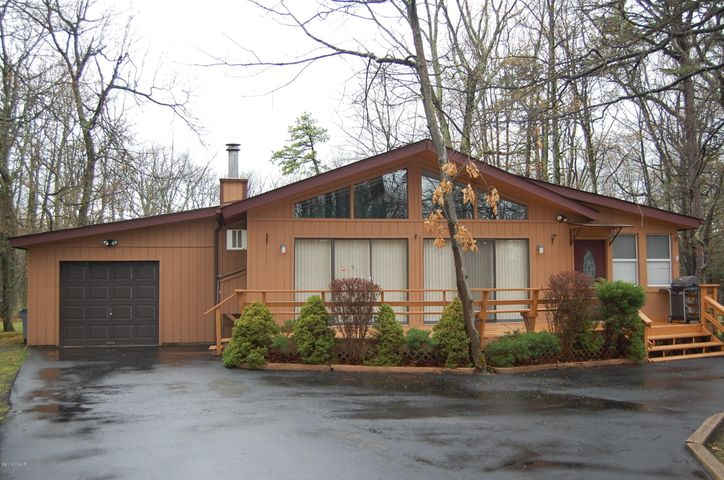 104 Hillcrest Drive, Lords Valley, PA 18428