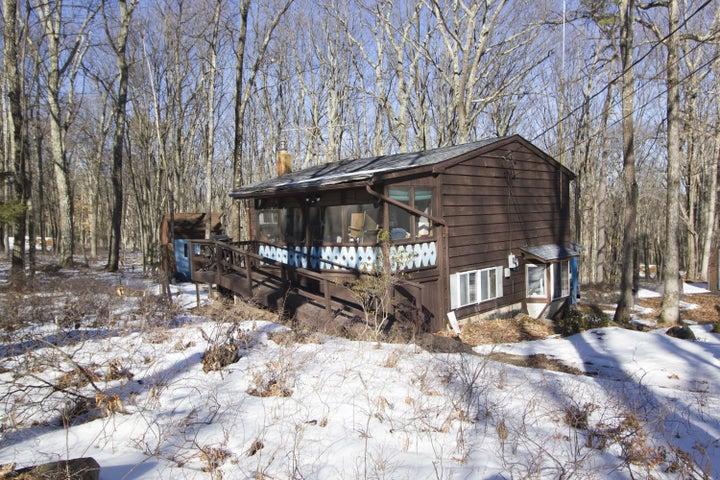 135 Friendship Dr, Hawley, PA 18428