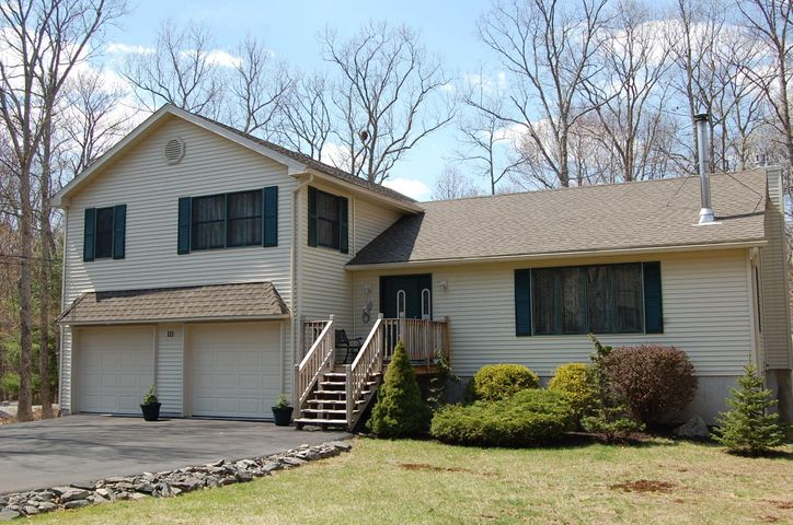111 Comstock Drive, Lords Valley, PA 18428