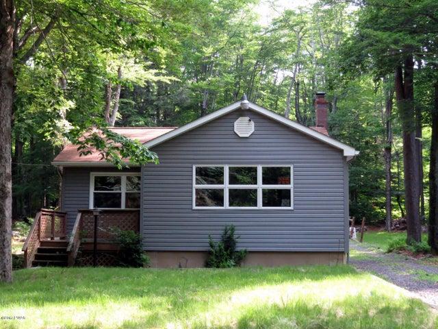 269 Maple Ln, Greentown, PA 18426