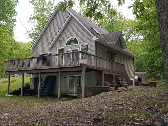 126 LOWER LAKEVIEW Dr, Hawley, PA 18428