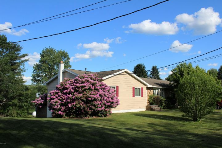 704 Maple St, Forest City, PA 18421