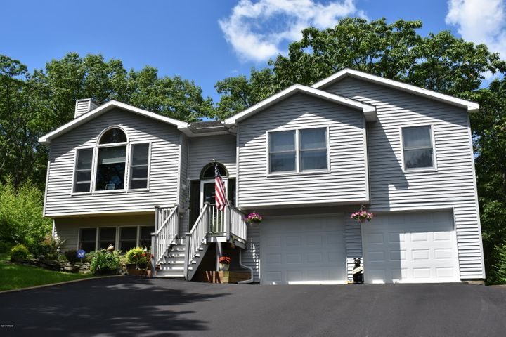 98 Ridge Dr, Lords Valley, PA 18428
