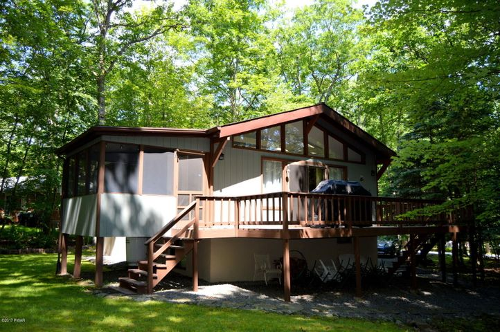 198 Upper Lakeview Dr, Hawley, PA 18428