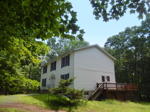 102 Forest View Drive, Hawley, PA 18428
