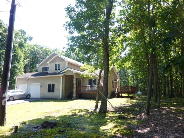 102 Tupelo Ln, Greentown, PA 18426