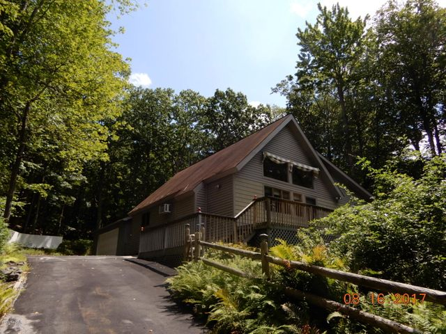 145 Canterbrook Dr, Lords Valley, PA 18428