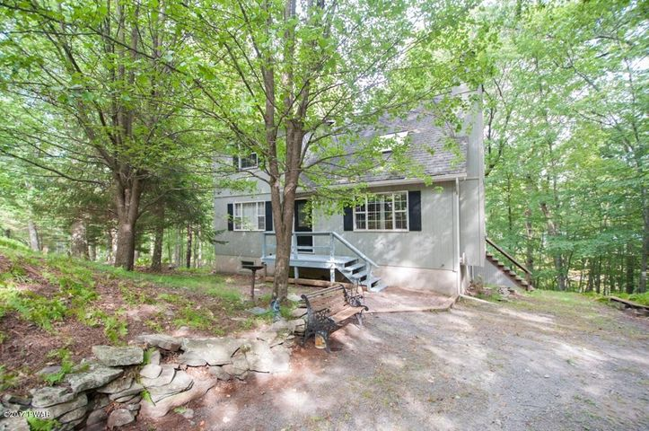144 Upper Lakeview Dr, Hawley, PA 18428
