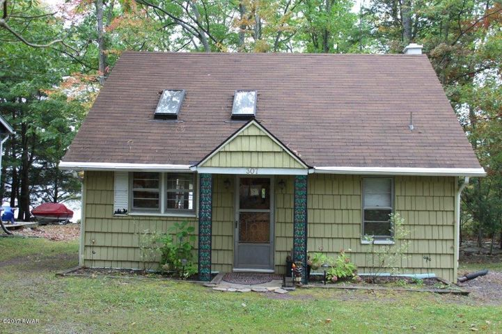 307 Sunset Shore Dr, Hawley, PA 18428