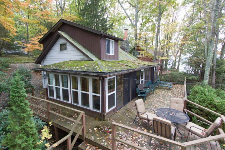 335 Sunset Shore Dr, Hawley, PA 18428