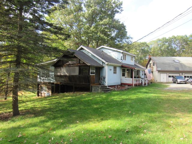 141 Blue Eddy Rd, Hawley, PA 18428