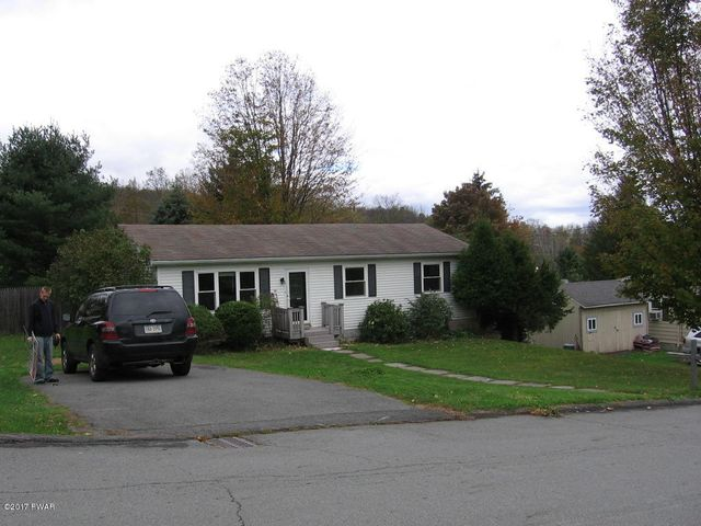104 Crestmont Dr, Honesdale, PA 18431