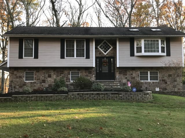 127 William Penn Dr, Milford, PA 18337