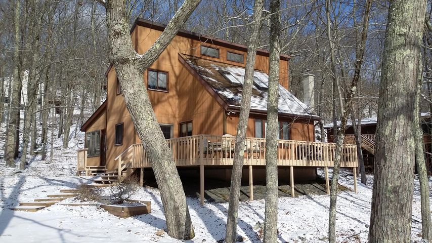 144 Lookout Dr, Lords Valley, PA 18428