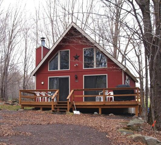 1842 Woodland Ct, Lake Ariel, PA 18436