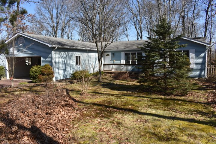 105 Rodeo Dr, Lords Valley, PA 18428