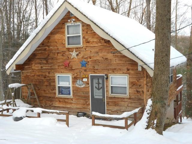 98 Deerfoot Rd, Lake Ariel, PA 18436