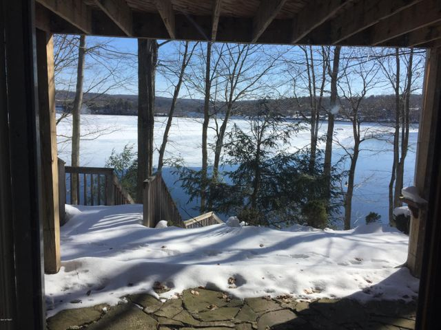 1 Chipmunk Rd, Lake Ariel, PA 18436