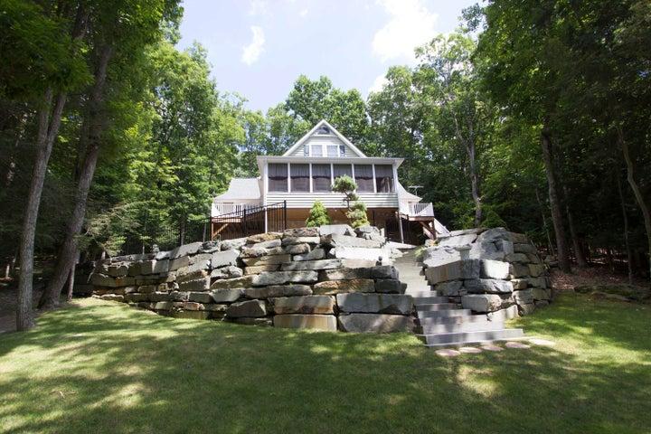 111 Woodledge East Lake Dr, Hawley, PA 18428
