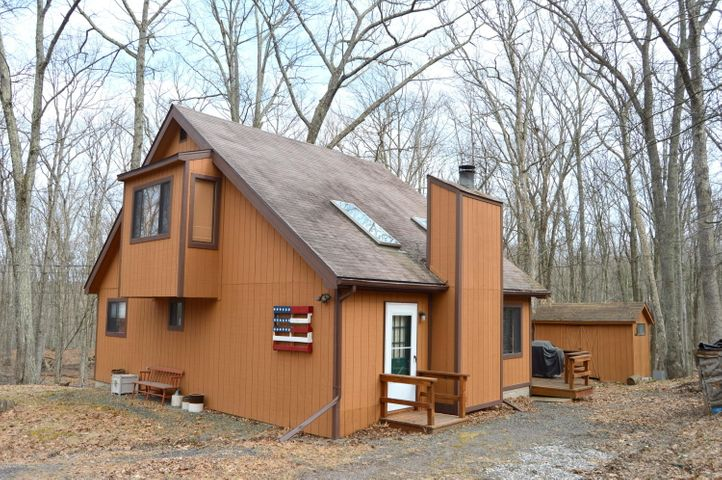 172 Lower Lakeview Dr, Hawley, PA 18428