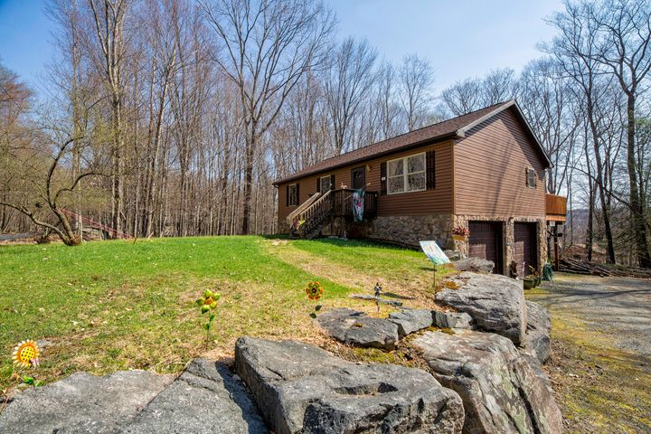 62 White Tail Ln, Lake Ariel, PA 18436