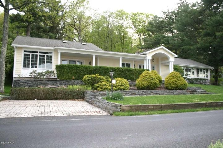 108 Old Shore Rd, Tafton, PA 18464