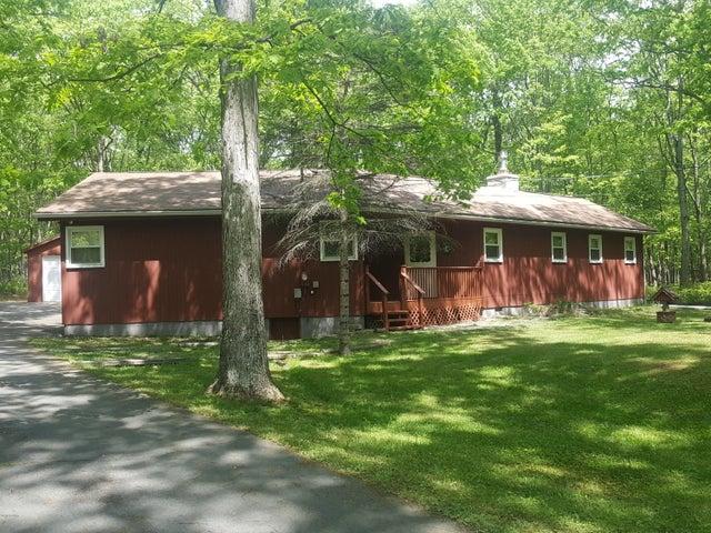 125 Lakeview Cir, Hawley, PA 18428