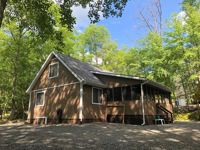 610 Squaw Valley Lane, Tafton, PA 18464