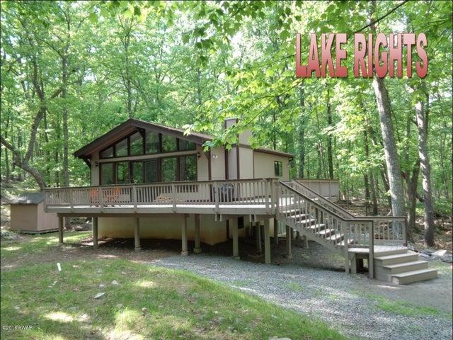 108 Oak Ridge Cir, Hawley, PA 18428