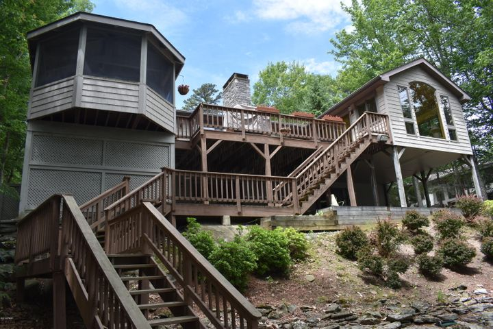 121 Corral Lane, Lords Valley, PA 18428