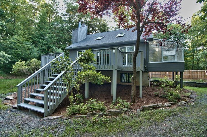 71 Ruffed Grouse Dr, Lakeville, PA 18438