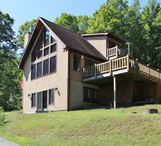 157 Lake View Rd, Greentown, PA 18426