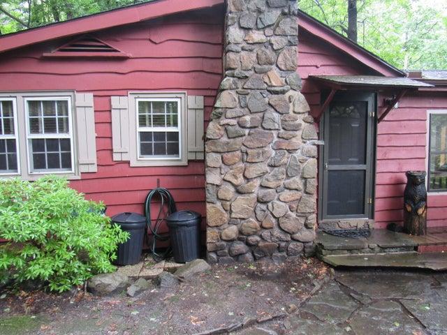 16 Deerfoot Rd, Lake Ariel, PA 18436