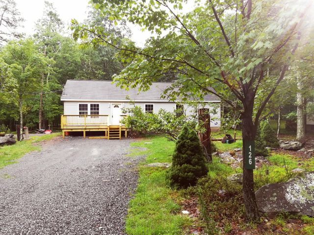126 Forest View Dr, Hawley, PA 18428