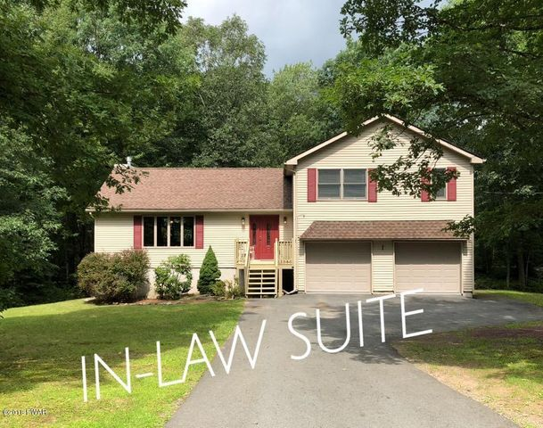 109 Comstock Dr, Lords Valley, PA 18428