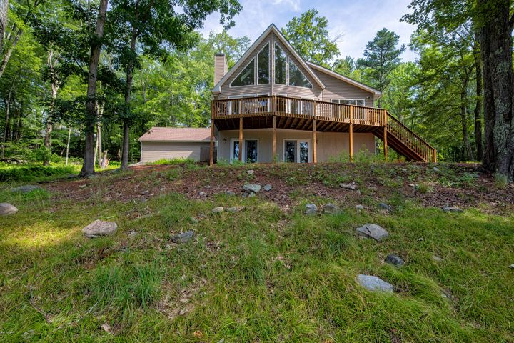 111 Briar Ct, Lackawaxen, PA 18435