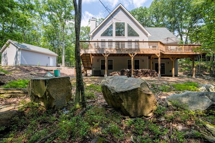 136 Perch Rd, Lackawaxen, PA 18435
