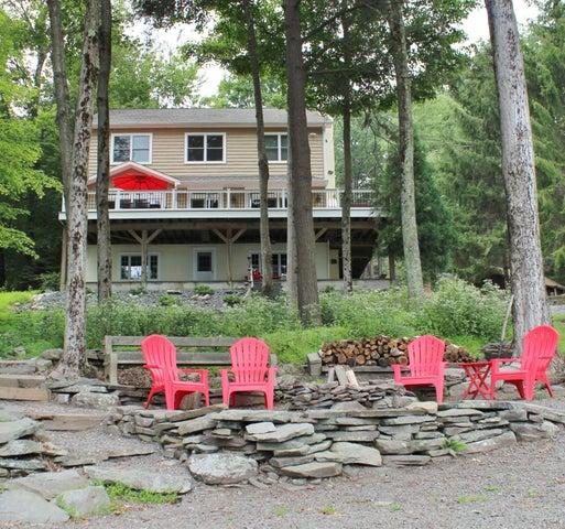 72 Glen Rd, Lake Ariel, PA 18436