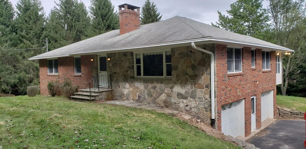 154 Rocky View Dr, Hawley, PA 18428