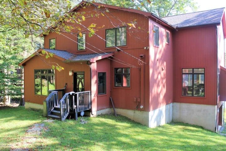 1022 Beaver Lake Dr, Lake Ariel, PA 18436