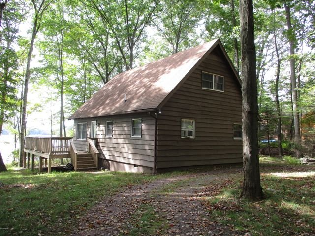 Gumble Chalet 3 Bedrooms, 1.5 baths and all Hardwood Flooring. Lake Front.