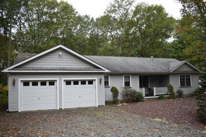 114 Rodeo Dr, Lords Valley, PA 18428