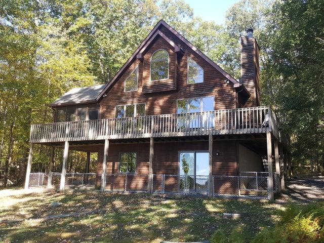 168 Fawn Lake Dr, Hawley, PA 18428
