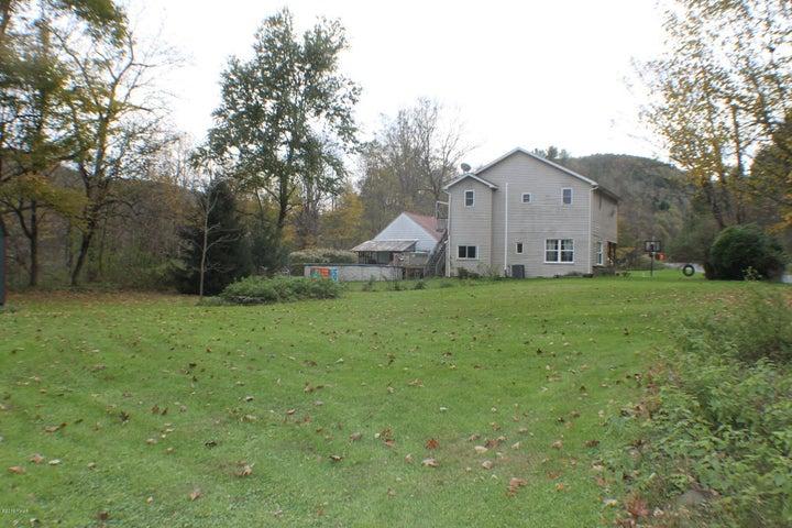 1740 Winterdale Rd, Starlight, PA 18461