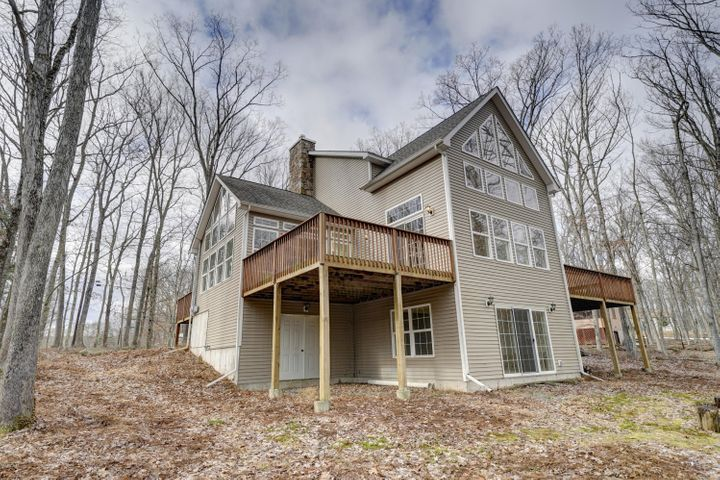 253 Lakeview Rd, Lackawaxen, PA 18435