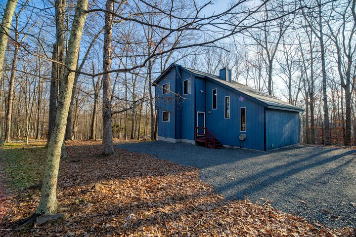 248 Upper Independence Dr, Lackawaxen, PA 18435